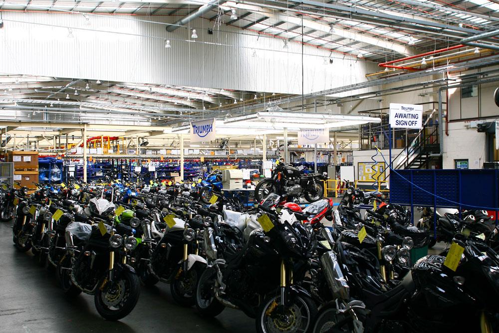 L'interno della fabbrica Triumph