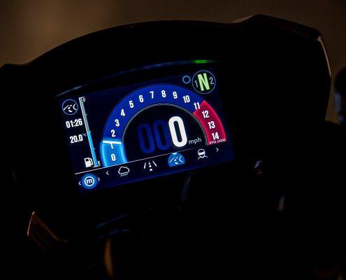 Triumph Speed Triple 2018 strumentazione TFT