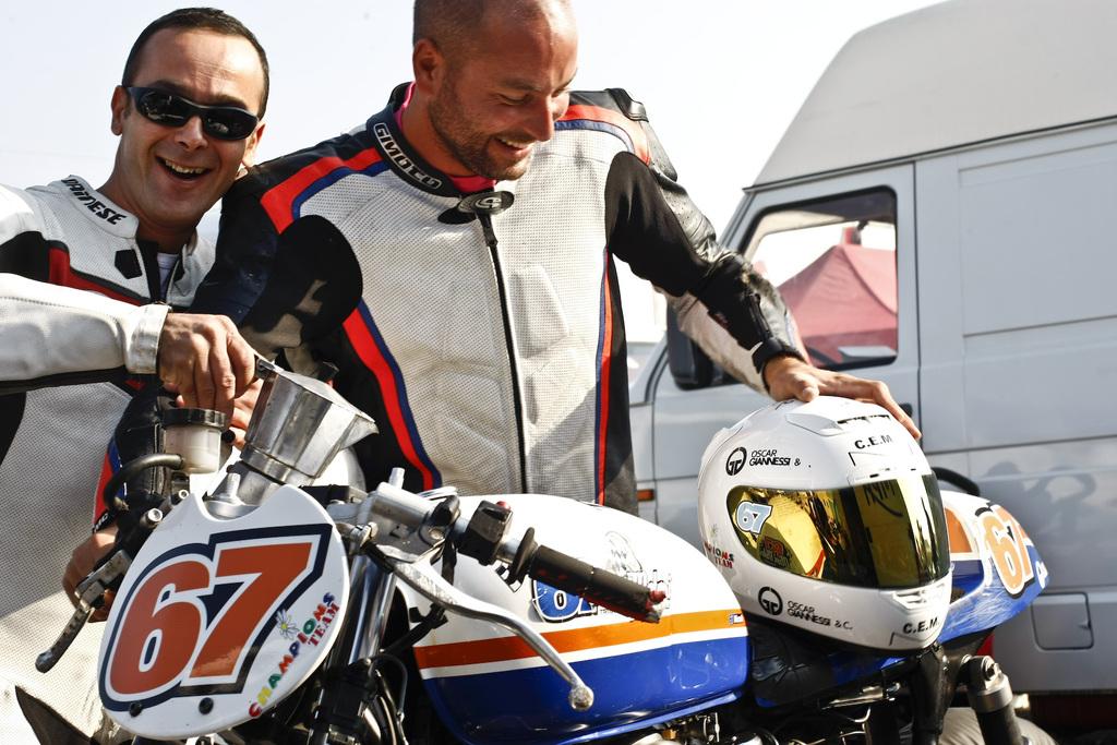 Due piloti Triumph Cup